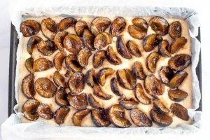 Vegan plum crumble cake